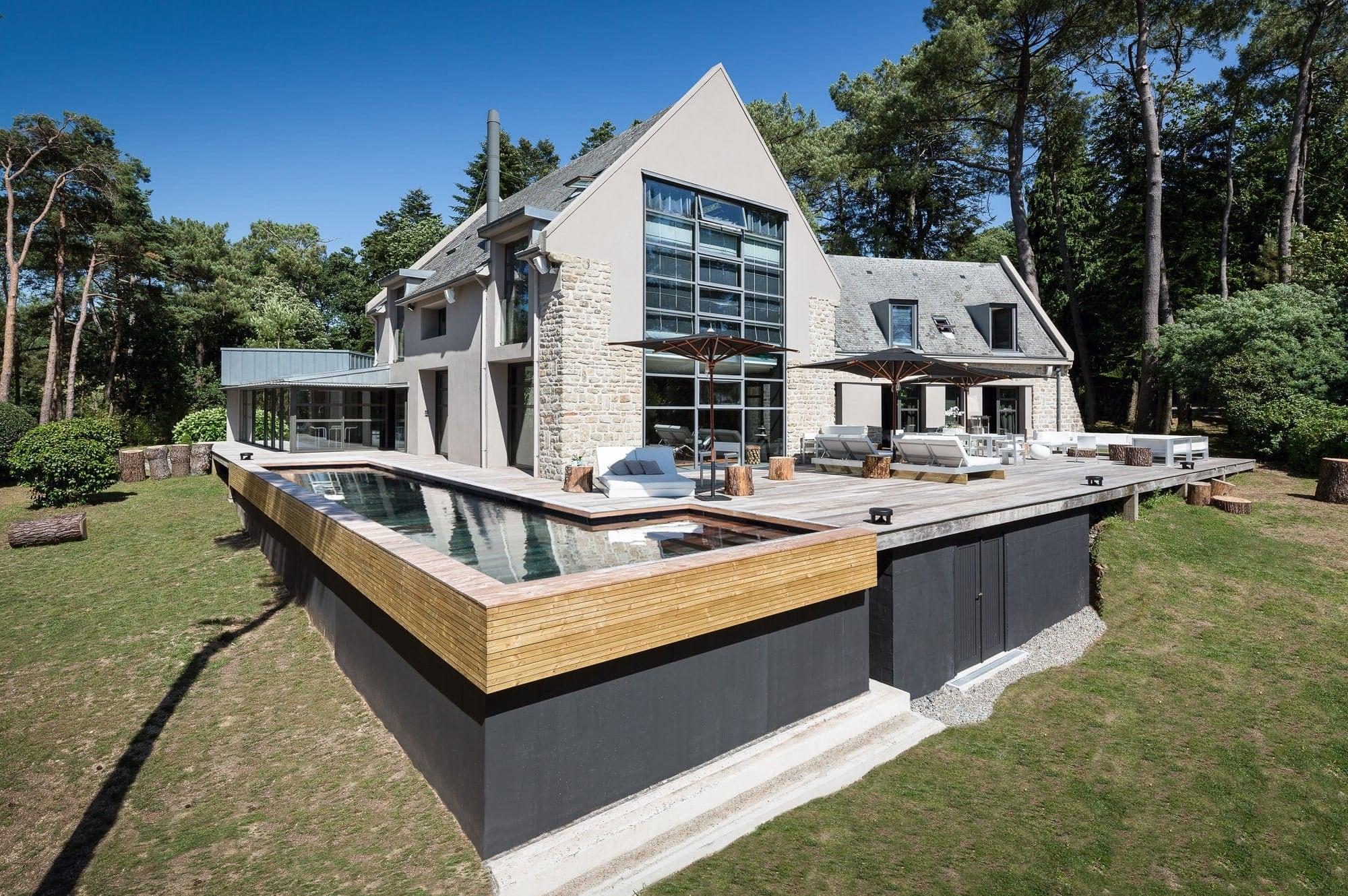 Custom-tailored pool